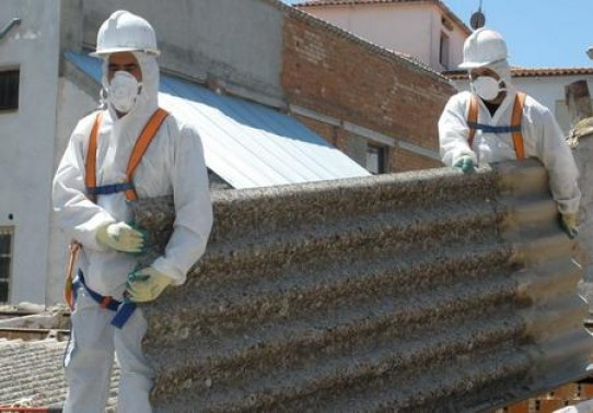 Sindicatos y ecologistas piden un plan para erradicar el amianto